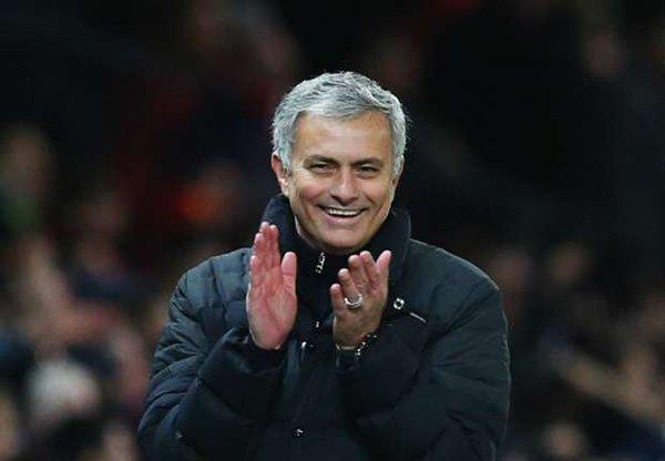 Mourinho dạy Pep: Tiền bạc không mua được tình yêu - Ảnh 1.