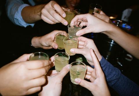 5 sai lầm khi giải rượu ngày Tết nhiều người mắc phải - Ảnh 1.