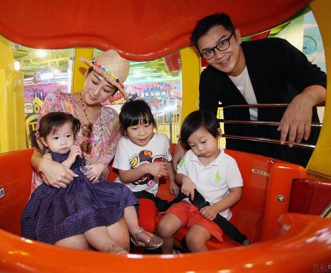 Vợ Đoàn Dự Trần Hạo Dân khoe dáng gợi cảm dù sinh 4 con - Ảnh 2.