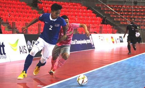 Futsal Malaysia (áo xanh) những năm gần đây cho thấy họ đang đuổi kịp Futsal Việt Nam