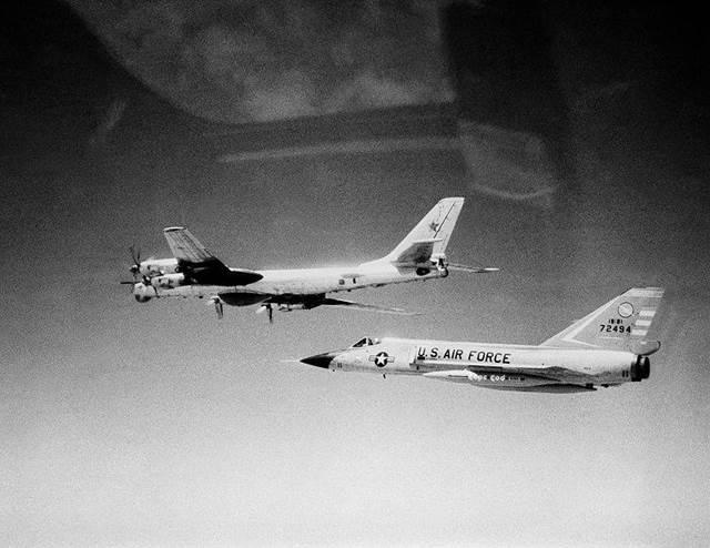 Phòng không Bắc Mỹ: 2.000 tiêm kích đấu máy bay ném bom - Ảnh 5.