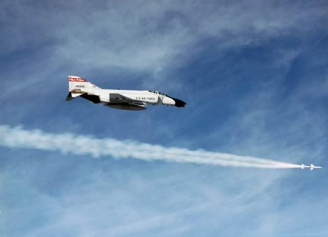Phòng không Bắc Mỹ: 2.000 tiêm kích đấu máy bay ném bom - Ảnh 6.