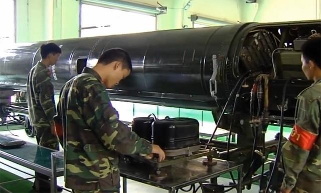 Việt Nam sản xuất nhiên liệu tên lửa cấp chiến lược - Ảnh 1.