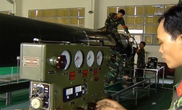 Việt Nam sản xuất nhiên liệu tên lửa cấp chiến lược - Ảnh 3.