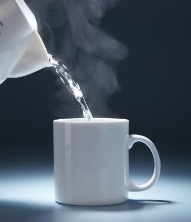 Vì sao bạn nên uống nước ấm hàng ngày? - Ảnh 2.