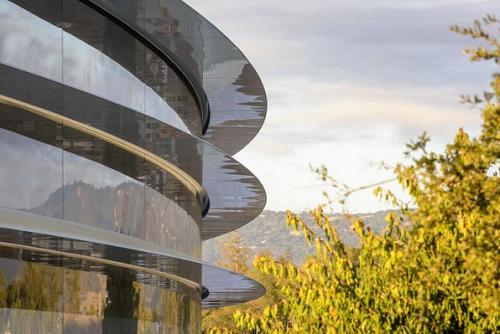 Choáng ngợp với trụ sở mới của Apple - Ảnh 1.