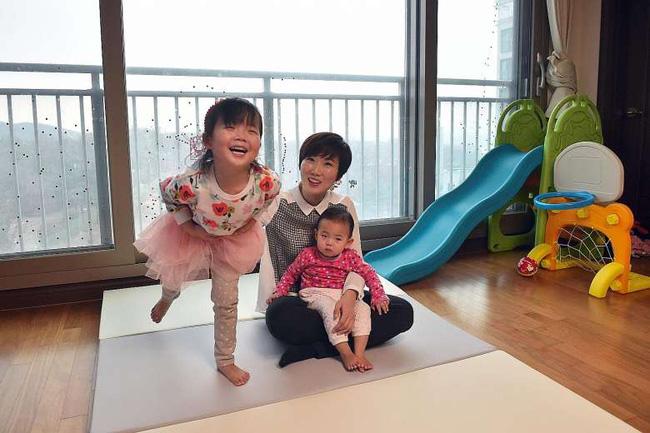 Cái chết của một người mẹ làm việc quá sức sau kỳ nghỉ thai sản gây chấn động Hàn Quốc - Ảnh 1.