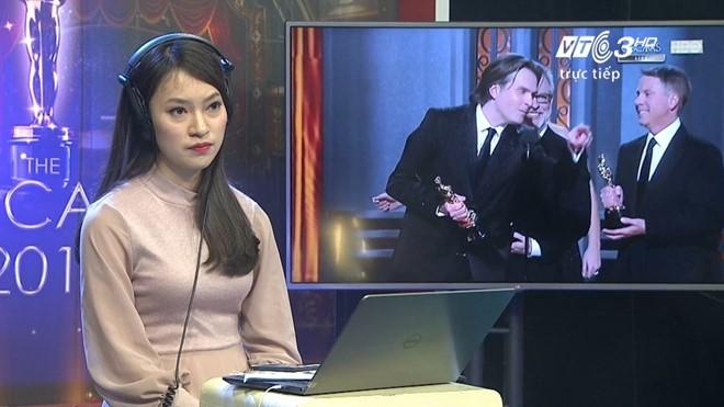 Tranh luận về nữ sinh phiên dịch Oscar trên sóng trực tiếp - Ảnh 2.