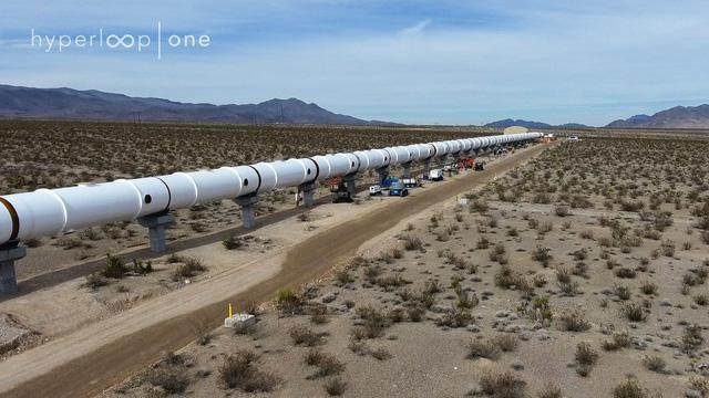 Ngắm nhìn đường tàu Hyperloop thử nghiệm tại sa mạc Nevada - Ảnh 2.