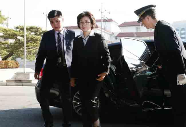 Bức ảnh ấn tượng về người phế truất nữ Tổng thống Hàn - Ảnh 1.