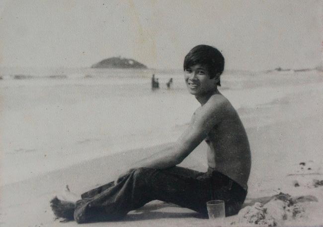 Chuyện của nhiếp ảnh gia 60 tuổi ở Sài Gòn được tái sinh sau 17 ca phẫu thuật vì bỏng lửa - Ảnh 2.