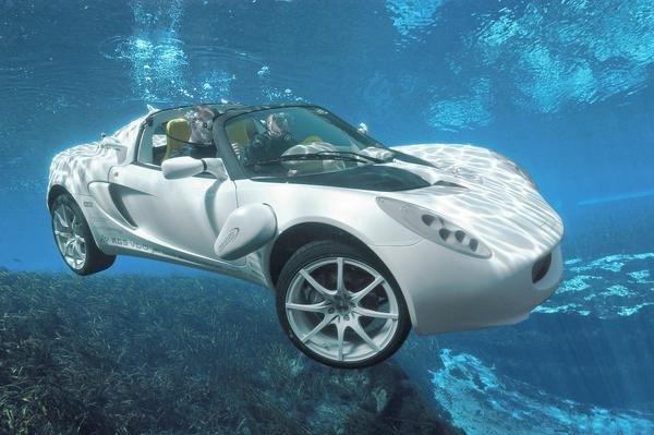Siêu xe của điệp viên 007 bước ra đời thực, có thể bơi lặn như tàu ngầm - Ảnh 1.