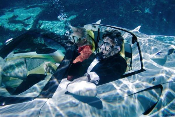 Siêu xe của điệp viên 007 bước ra đời thực, có thể bơi lặn như tàu ngầm - Ảnh 2.