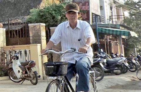 Chuyện ông bí thư đạp xe, bị nghi giả nghèo - Ảnh 2.