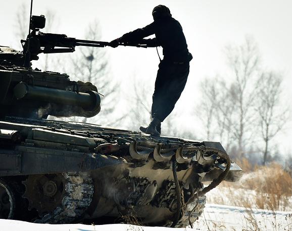 Các kíp lái xe tăng T-72B3 Nga sơ tuyển Tank Biathlon 2017, Việt Nam có tham dự? - Ảnh 9.