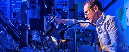 Với kích thước vừa một nguyên tử, đây sẽ là ổ cứng bé nhất thế giới - Ảnh 1.