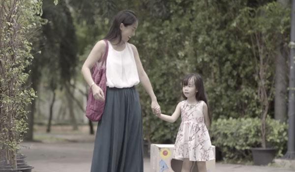 Cha mẹ nào cũng cần xem clip 12 phút ám ảnh này: Đứa trẻ bị bắt cóc bởi kẻ ấu dâm trong tích tắc - Ảnh 2.