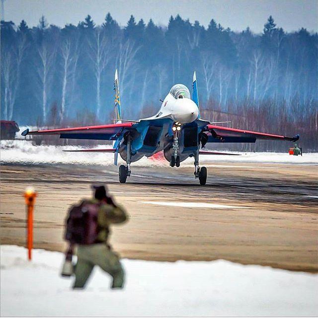 TIN CHÍNH THỨC: Kế hoạch Su-30SM hạ cánh xuống Nội Bài hôm nay đã bị hoãn lại - Ảnh 1.