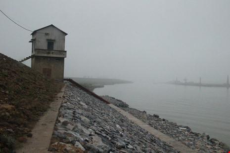 Cận cảnh đoạn sông khiến chủ tịch Bắc Ninh bị de dọa - Ảnh 1.