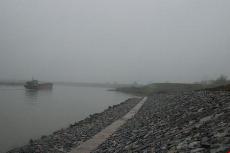 Cận cảnh đoạn sông khiến chủ tịch Bắc Ninh bị de dọa - Ảnh 2.