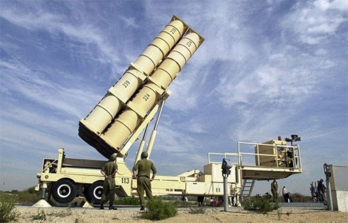 Israel: Tổ hợp Arrow-3 đã ngăn chặn tên lửa phòng không của Syria - Ảnh 1.
