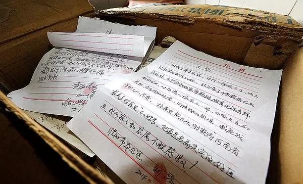 Trung Quốc: Bác sĩ đốt hóa đơn hơn 500,000 nhân dân tệ, xóa tiền viện phí cho bệnh nhân nghèo - Ảnh 1.
