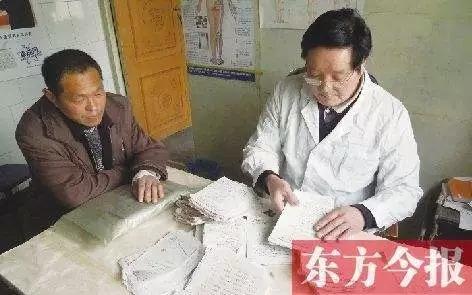 Trung Quốc: Bác sĩ đốt hóa đơn hơn 500,000 nhân dân tệ, xóa tiền viện phí cho bệnh nhân nghèo - Ảnh 2.