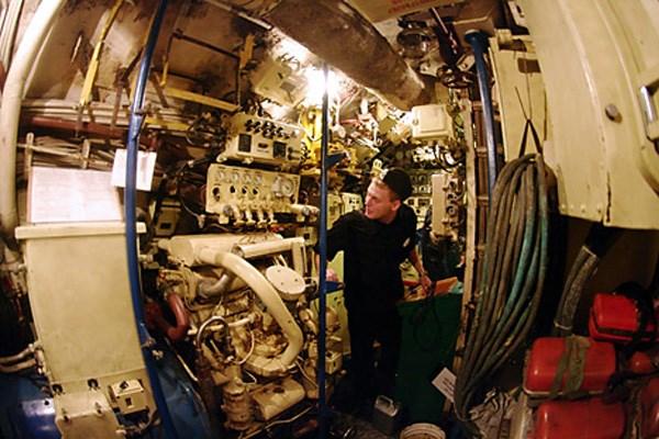 Clip đặc biệt: Nhiệm vụ khó khăn của thủy thủ tàu ngầm Nga - Ảnh 2.