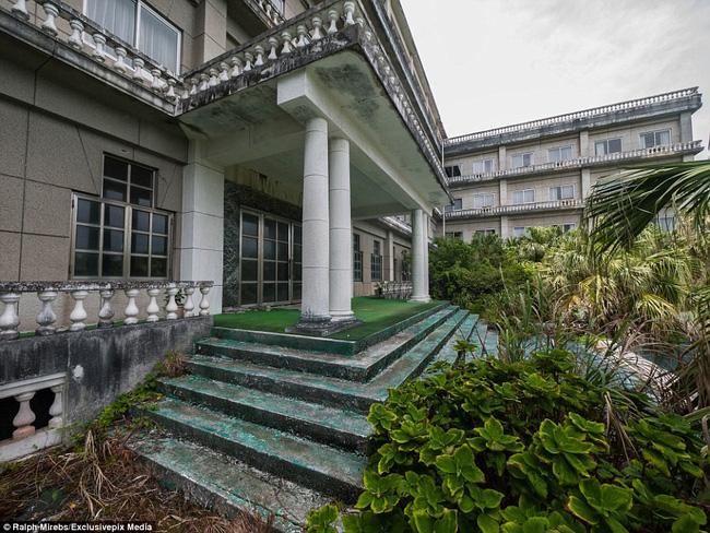Cảnh hoang tàn ở khách sạn từng lớn nhất Nhật Bản một thời - Ảnh 2.