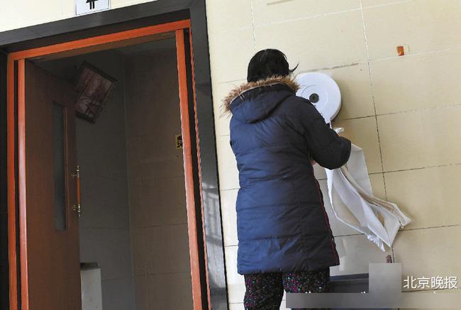 Công viên ở Bắc Kinh lắp thiết bị đặc biệt để ngăn người dân biển thủ giấy vệ sinh - Ảnh 4.