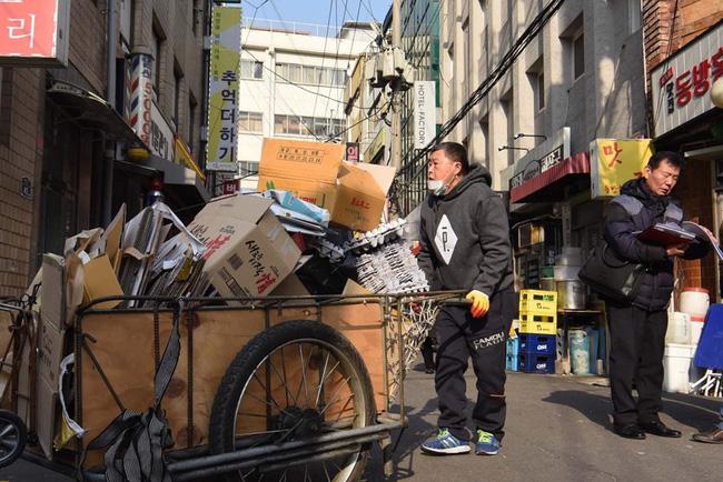 Người già nghèo chật vật mưu sinh ở Hàn Quốc - Ảnh 2.