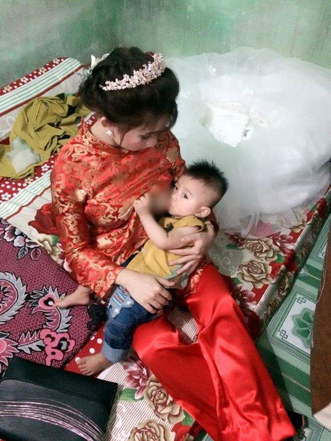 Chuyện hậu trường bất ngờ của cô dâu vừa mặc váy cưới vừa cho con bú gây sốt trên diễn đàn chị em - Ảnh 1.
