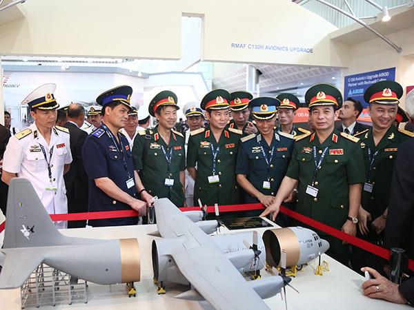 LIMA 2017: Nga giới thiệu Su-30SME và Yak-130 cùng nhiều vũ khí khác cho QĐND Việt Nam - Ảnh 1.
