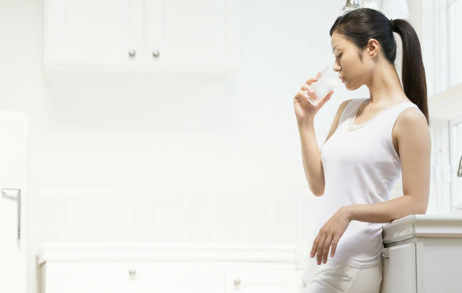 4 loại nước tuyệt đối không nên uống ngay sau khi thức dậy vì có thể gây hại nghiêm trọng - ảnh 2