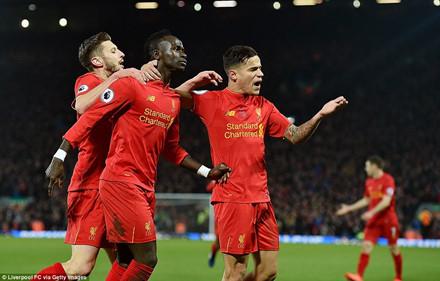HLV Alex Ferguson vẫn căng thẳng khi M.U gặp Man City và Liverpool - Ảnh 1.