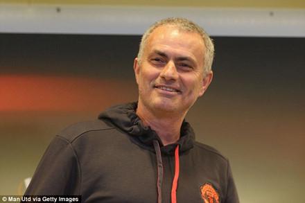 HLV Alex Ferguson vẫn căng thẳng khi M.U gặp Man City và Liverpool - Ảnh 2.