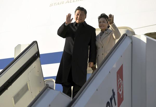Tập Cận Bình vừa rời Bắc Kinh, Mỹ đưa tàu sân bay trở lại cam kết mạnh mẽ ở biển Đông - Ảnh 1.
