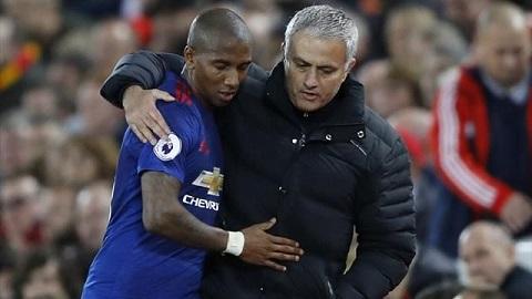 Đến Sir Alex cũng sẽ giải quyết vấn đề của Luke Shaw như Mourinho mà thôi - Ảnh 1.