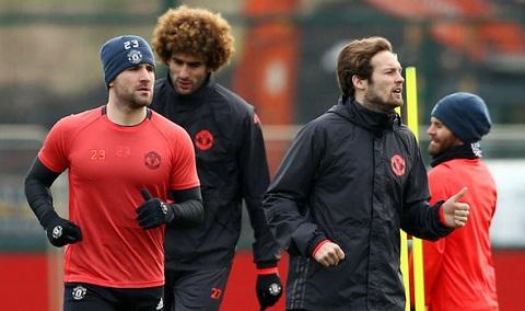 Đến Sir Alex cũng sẽ giải quyết vấn đề của Luke Shaw như Mourinho mà thôi - Ảnh 2.