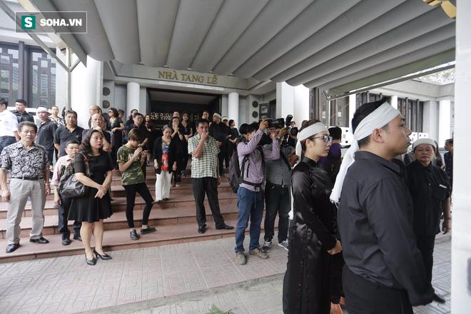 Gia đình, đồng nghiệp nghẹn ngào ở đám tang NSƯT Duy Thanh - Ảnh 1.