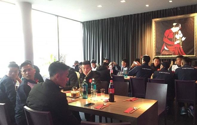 U20 Việt Nam vẫn chờ tiền vệ nhạc trưởng hội quân tại Đức - Ảnh 1.