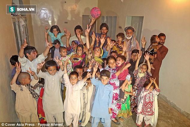 Cụ ông 70 tuổi có 54 đứa con với 6 người vợ vì ngày trẻ quá sung sức - ảnh 1