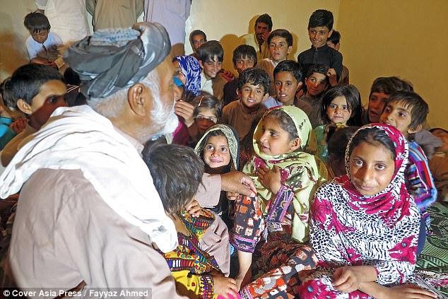 Cụ ông 70 tuổi có 54 đứa con với 6 người vợ vì ngày trẻ quá sung sức - Ảnh 3.