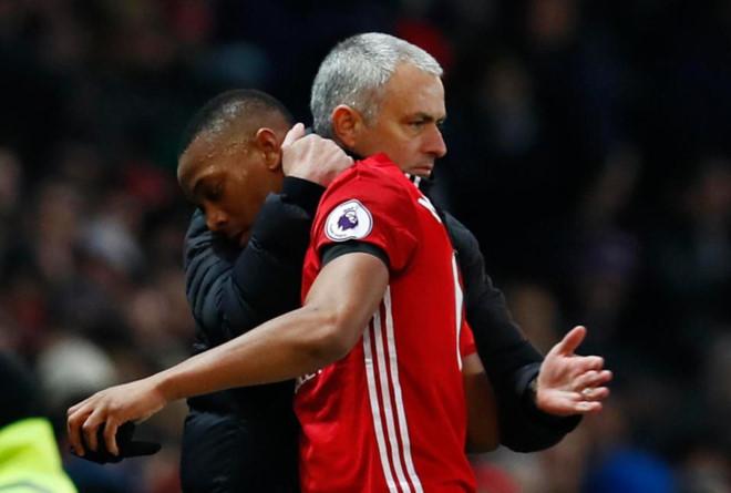 Mourinho tiếp tục công khai chỉ trích học trò - Ảnh 2.