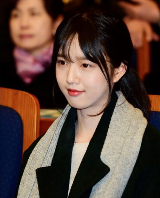 Bố tham gia tranh cử Tổng thống Hàn Quốc, nhưng dư luận lại chỉ tập trung vào cô con gái xinh đẹp - Ảnh 2.