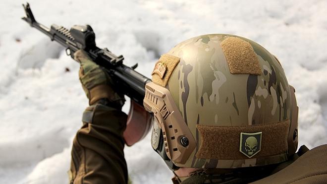Nga có mũ chống đạn siêu nhẹ gắn điều hòa nhiệt độ - Ảnh 1.