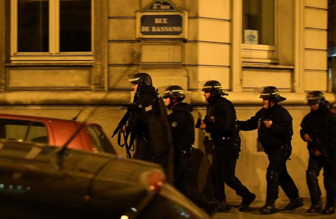 Paris: Xả súng giữa đại lộ Champs Élysées, một cảnh sát thiệt mạng - Ảnh 1.