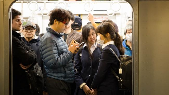 Nạn quấy rối tình dục nữ sinh nơi công cộng ở Nhật Bản (Phần 1) - Ảnh 1.
