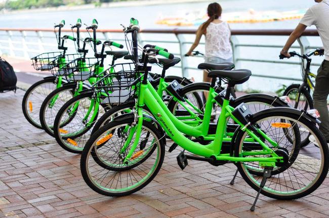 Hong Kong: Vừa mới đưa vào hoạt động, 3 chiếc xe đạp công cộng đã bị ném xuống sông - Ảnh 1.