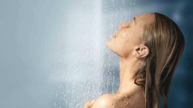 Để khỏe, khi tắm cũng phải biết cách  - Ảnh 2